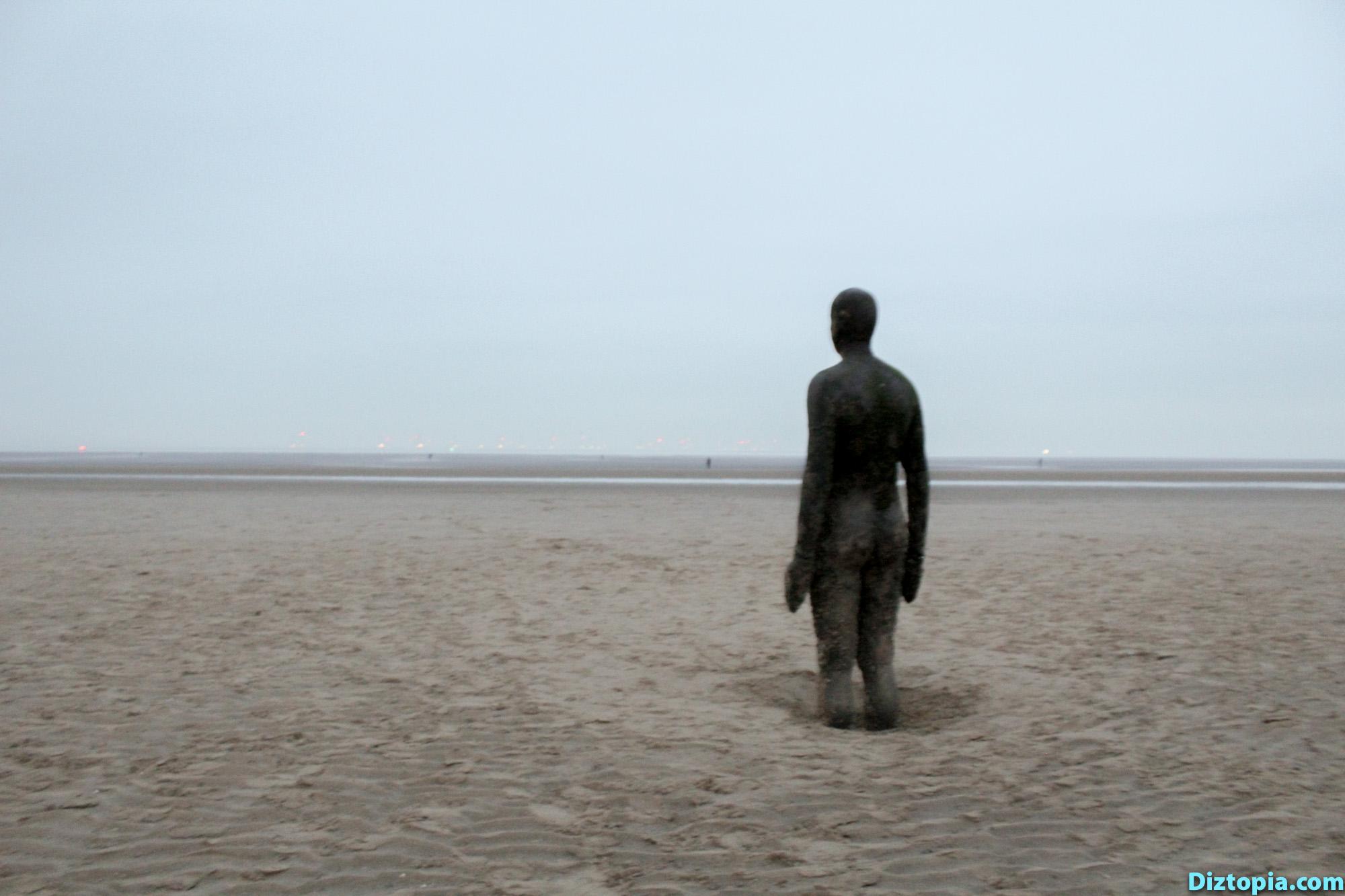 Liverpool-City-UK-Diztopia-Dizma-Dahl-Photography-2017-34-Another-Place-Antony-Gormley-Sculpture-Crosby-Beach-Cast-Iron-Statue-Nature
