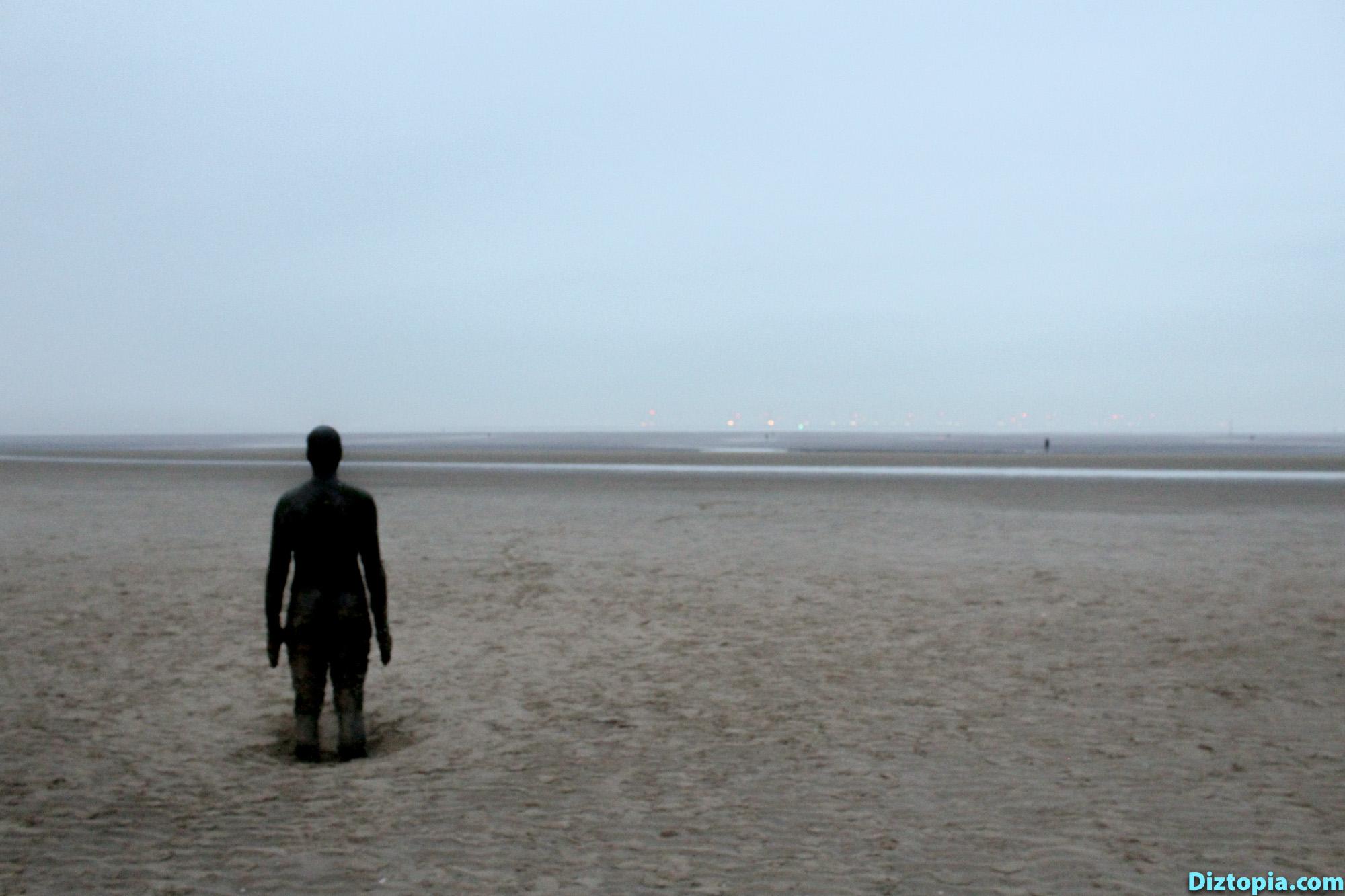Liverpool-City-UK-Diztopia-Dizma-Dahl-Photography-2017-35-Another-Place-Antony-Gormley-Sculpture-Crosby-Beach-Cast-Iron-Statue-Nature