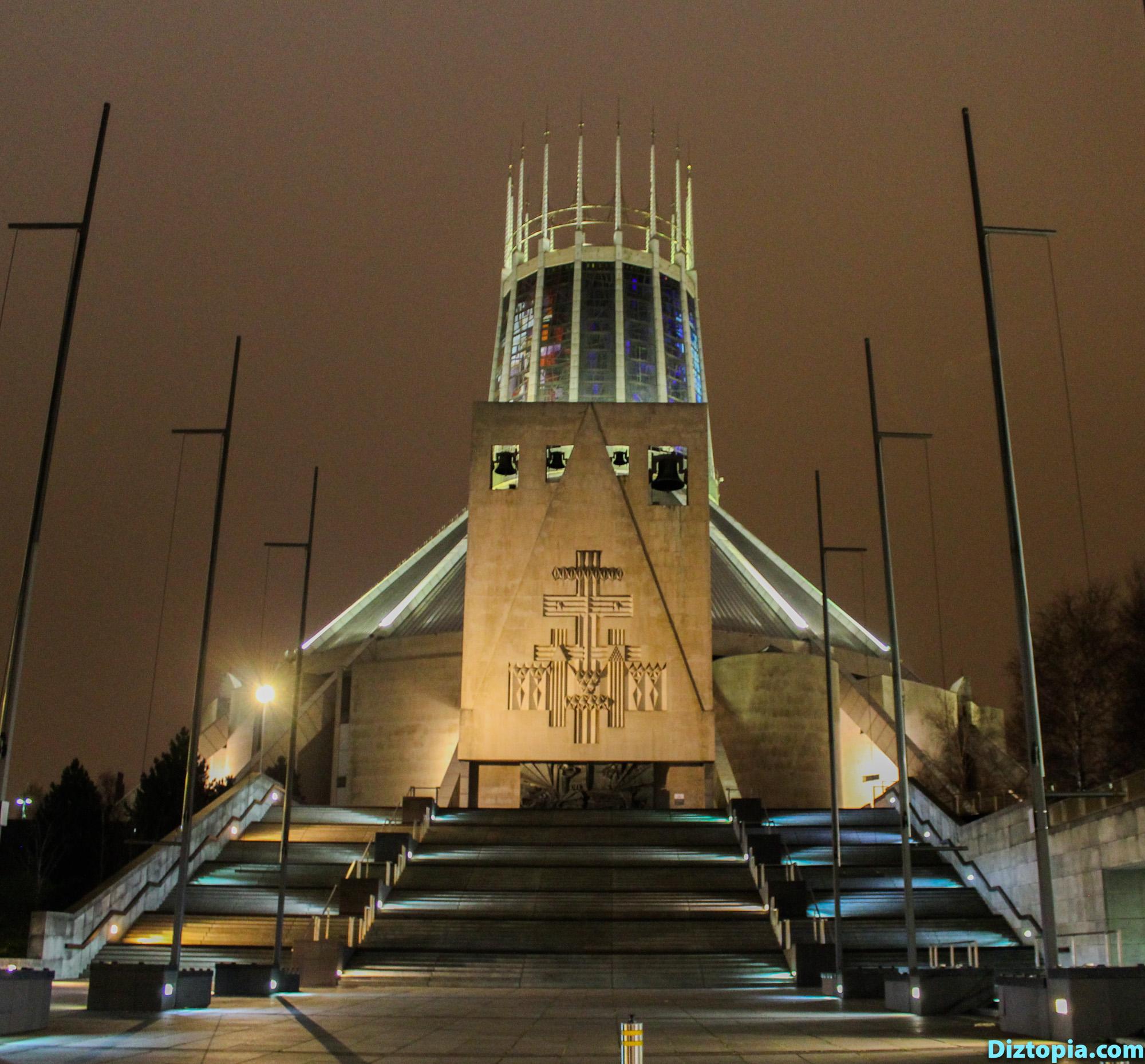 Liverpool-City-UK-Diztopia-Dizma-Dahl-Photography-2017-42-Centre-Heart-Night-Metropolitan-Cathedral