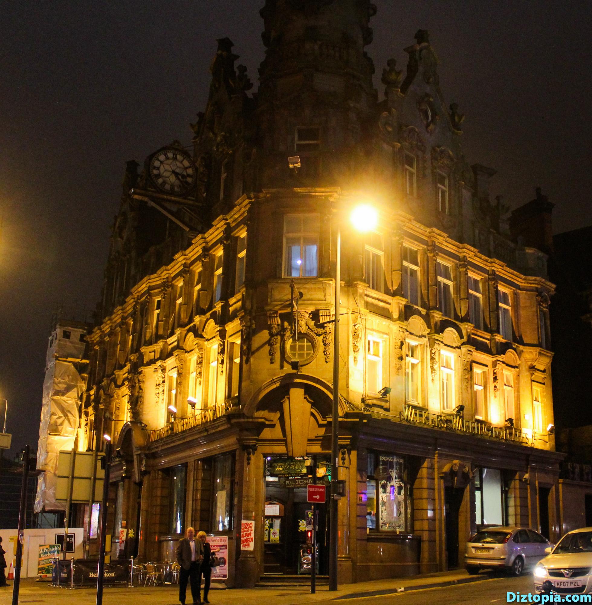 Liverpool-City-UK-Diztopia-Dizma-Dahl-Photography-2017-46-Centre-Heart-Night-Walkers-Warrington-Ales